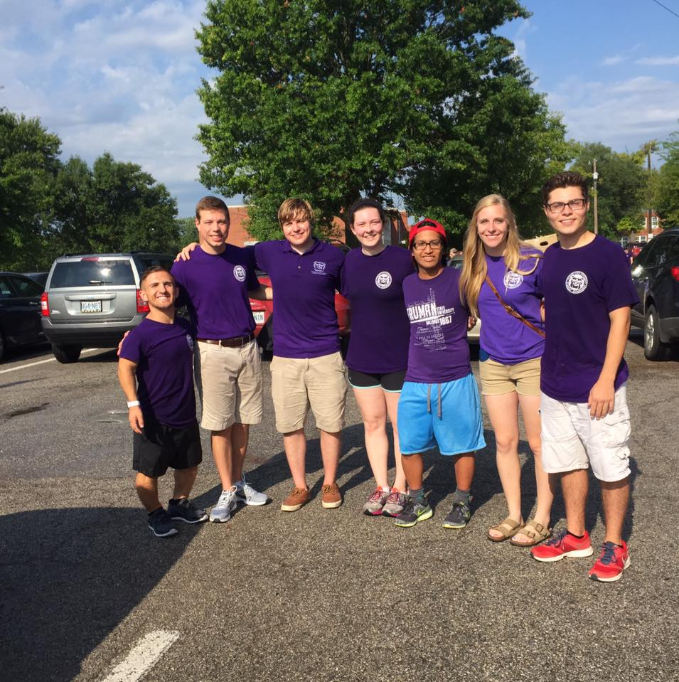 Senators help on Move In Day